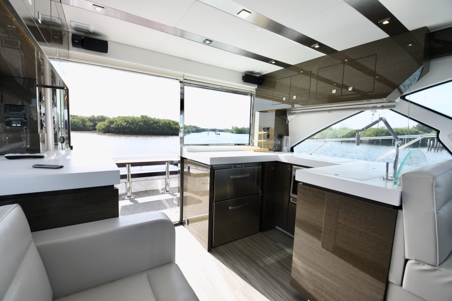 2018 Cruisers 54 Cantius Galley
