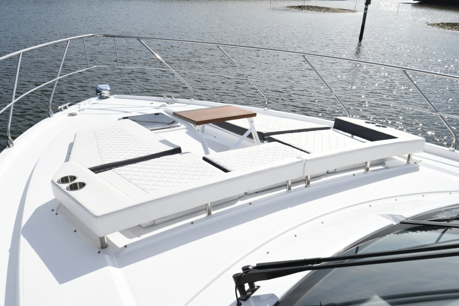 2018 Cruisers 54 Cantius Foredeck