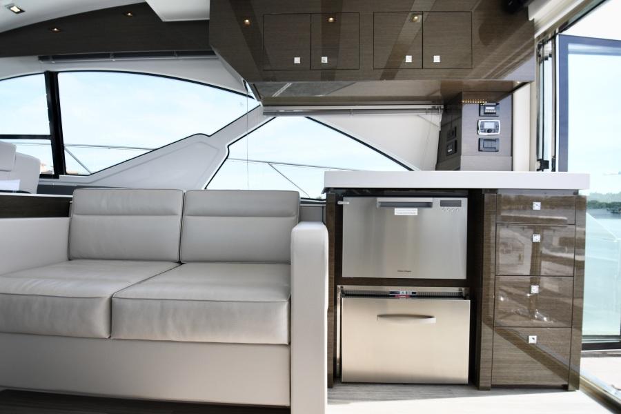 2018 Cruisers 54 Cantius Seating
