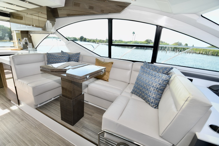 2018 Cruisers 54 Cantius Dinette
