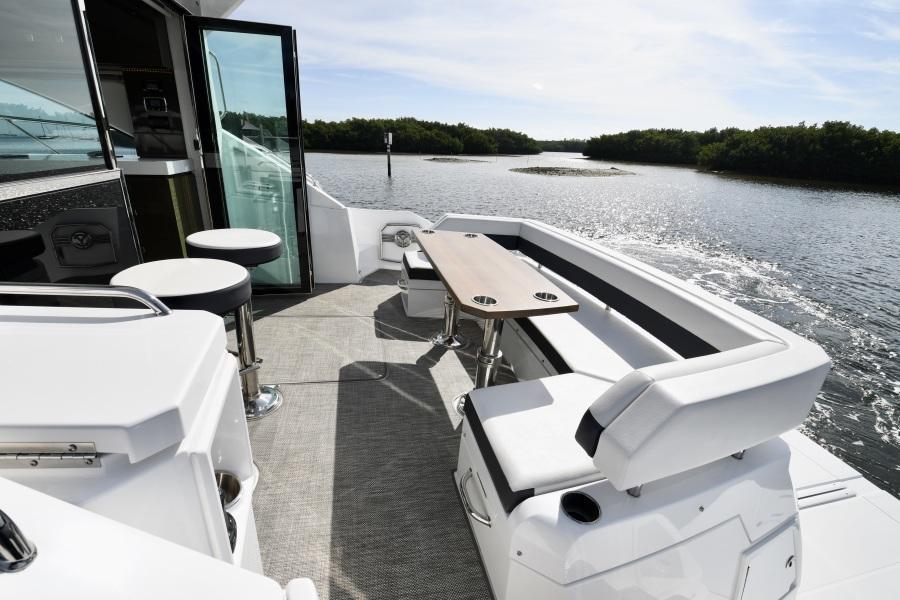 2018 Cruisers 54 Cantius Cockpit