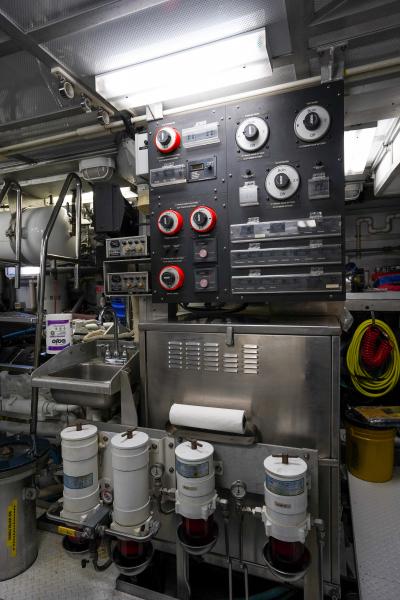 2011 85 Burger   Engine Room (6)