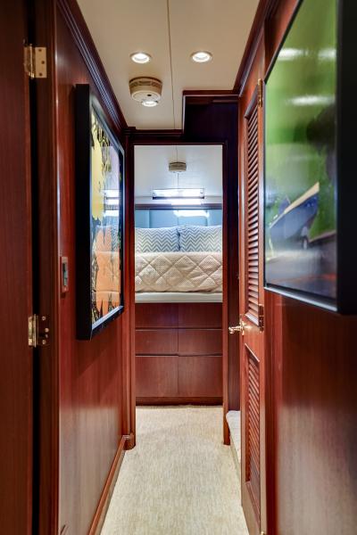 2011 85 Burger   Companionway