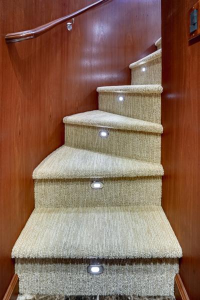 2011 85 Burger   Master SR Stairwell (2)