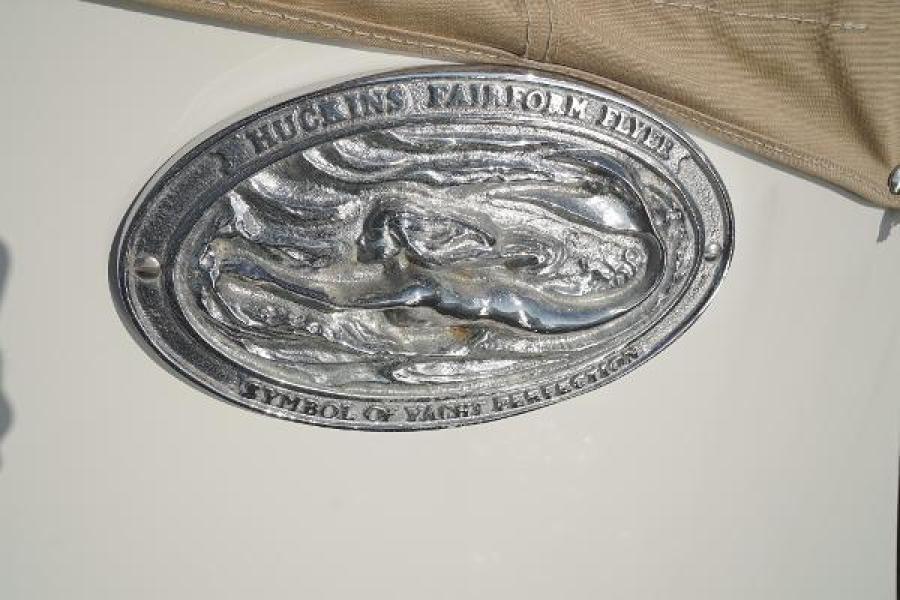 Huckins 44 - Knight Kap - Emblem