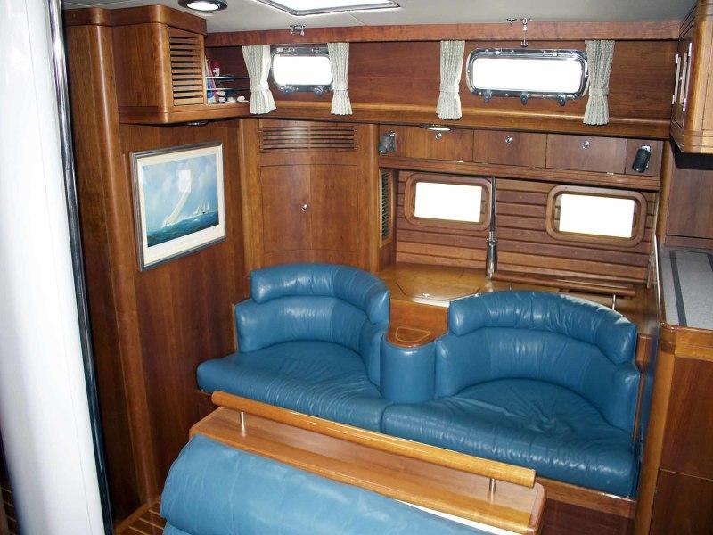 Salon, to Starboard