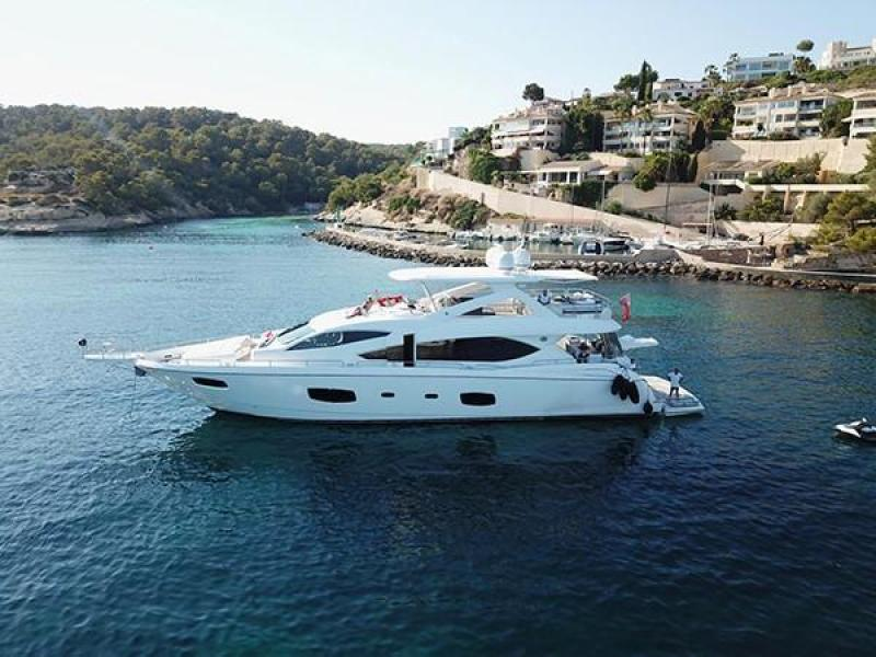 Photo of 88' Sunseeker Flybridge Motor Yacht 2011