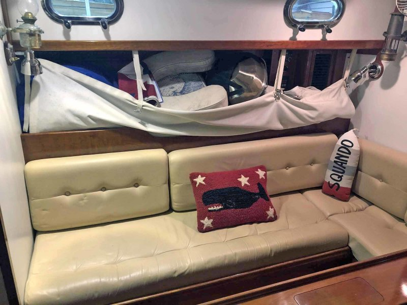 Port Settee with Pilot Storage