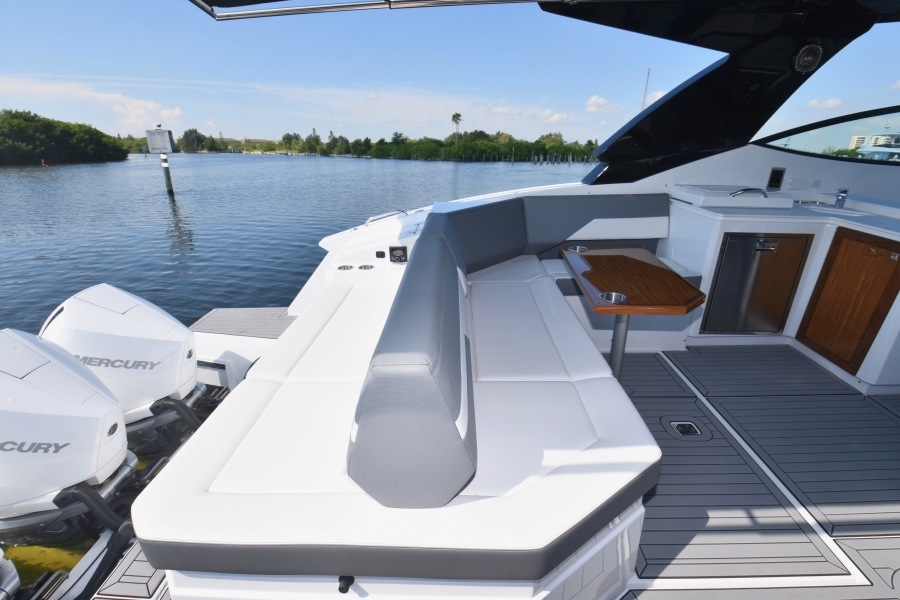 2020 Cruisers 38 GLS - Cockpit