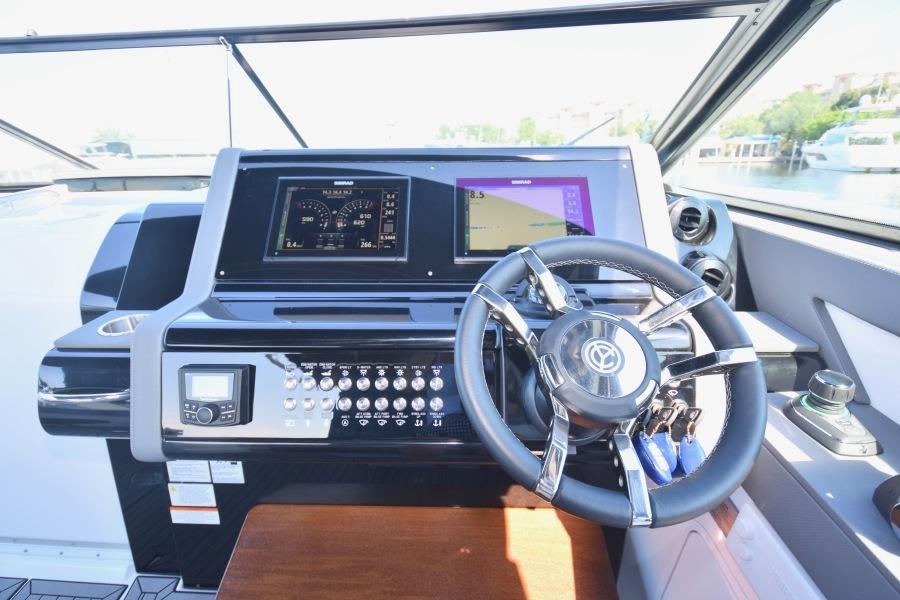 2020 Cruisers 38 GLS - Electronics