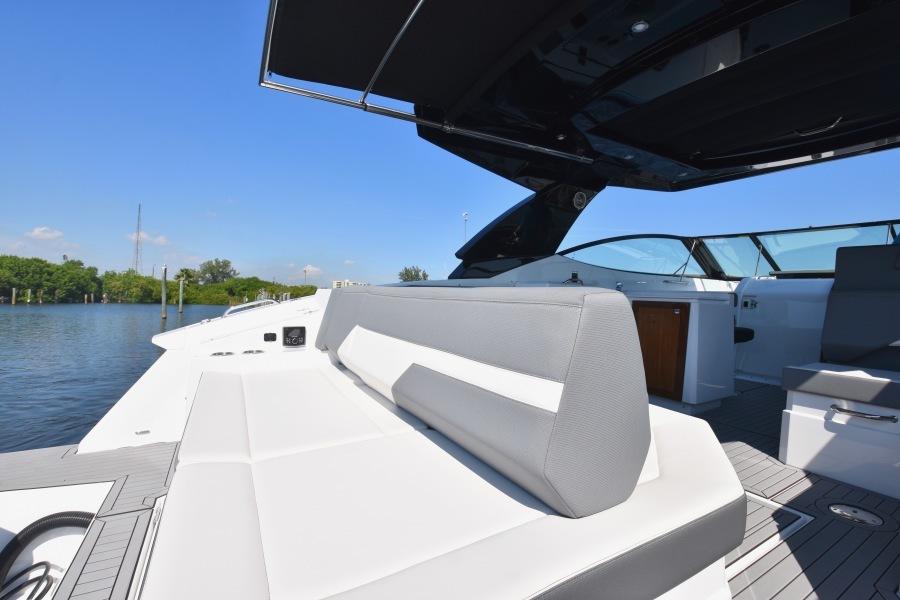 2020 Cruisers 38 GLS - Transom Seating