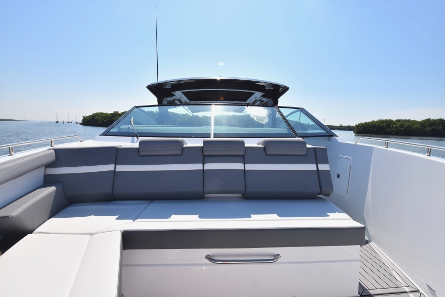 2020 Cruisers 38 GLS -Bow Seating
