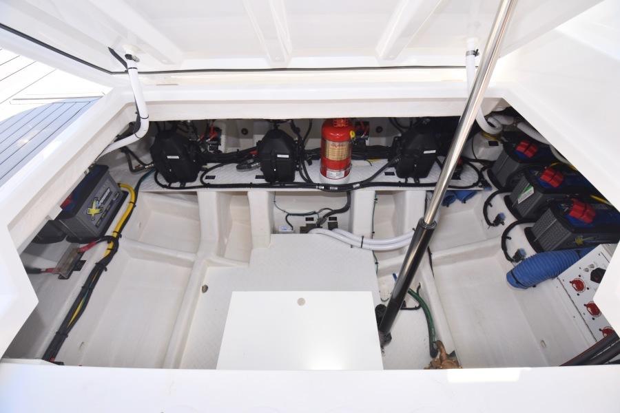 2020 Cruisers 38 GLS - Engine Room