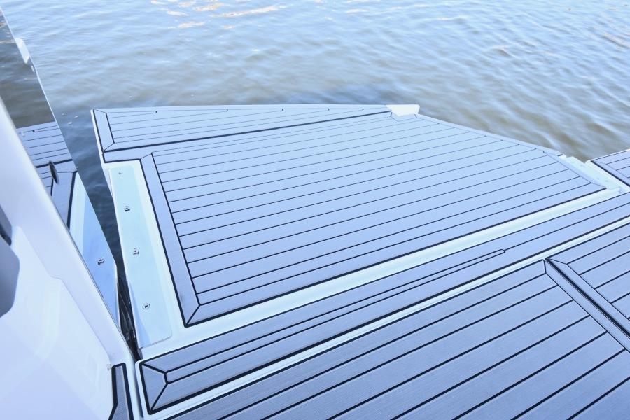 2020 Cruisers 38 GLS - Swim Platform