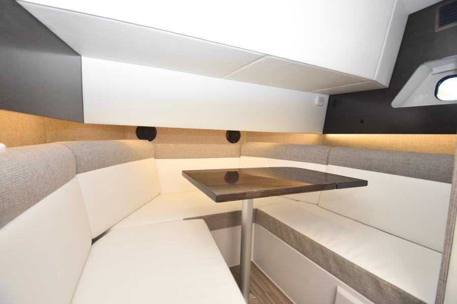 2020 Cruisers 38 GLS - Cabin