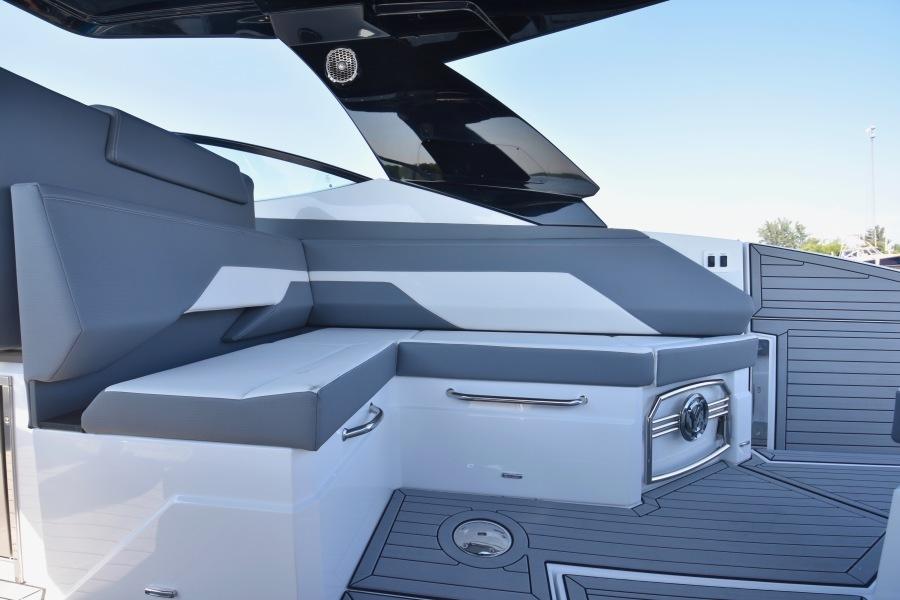 2020 Cruisers 38 GLS - Cockpit Seating-