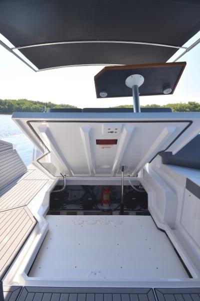 2020 Cruisers 38 GLS - Engine Room Hatch