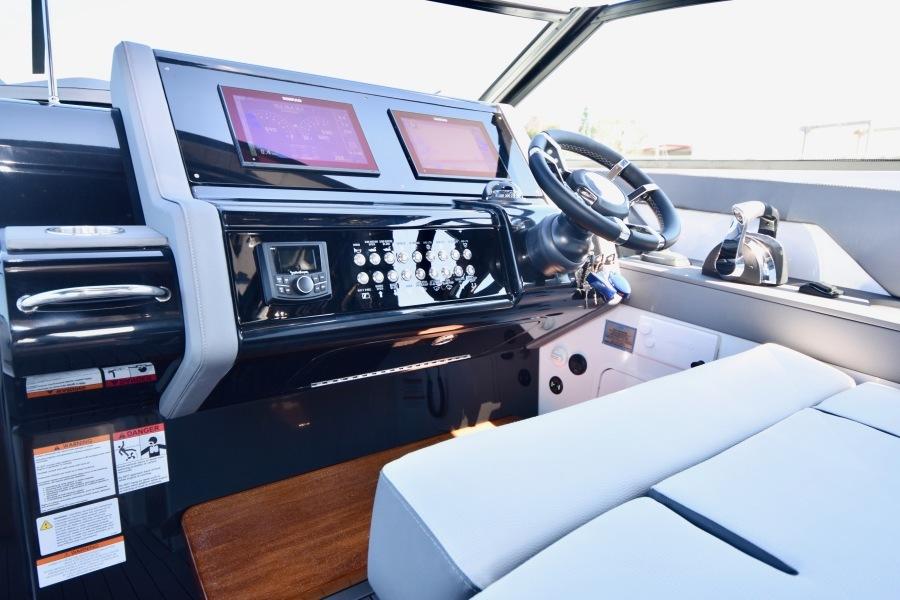 2020 Cruisers 38 GLS - Helm