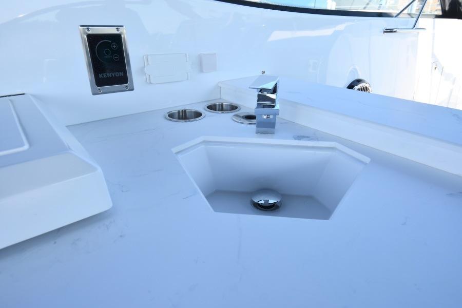 2020 Cruisers 38 GLS   Cockpit Sink-