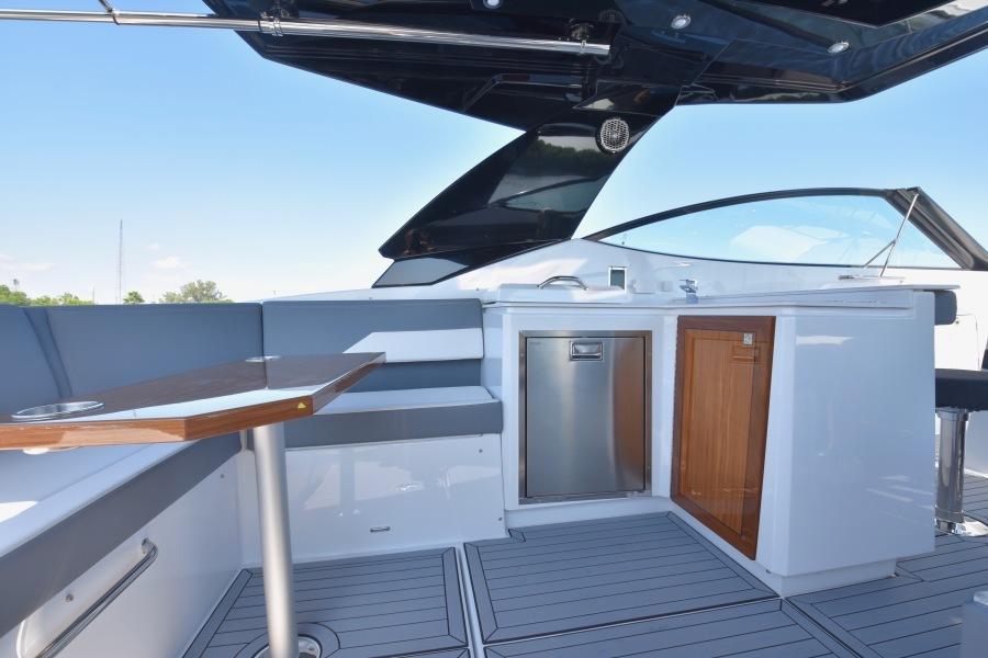 2020 Cruisers 38 GLS -Cockpit Wet Bar