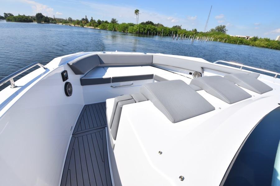 2020 Cruisers 38 GLS -Bow