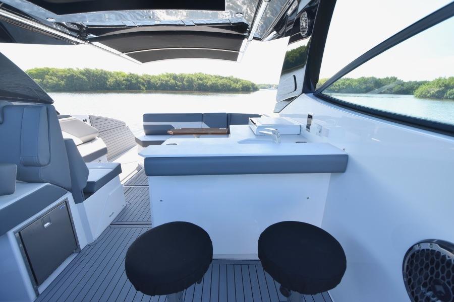 2020 Cruisers 38 GLS - Swivel Bar-stools