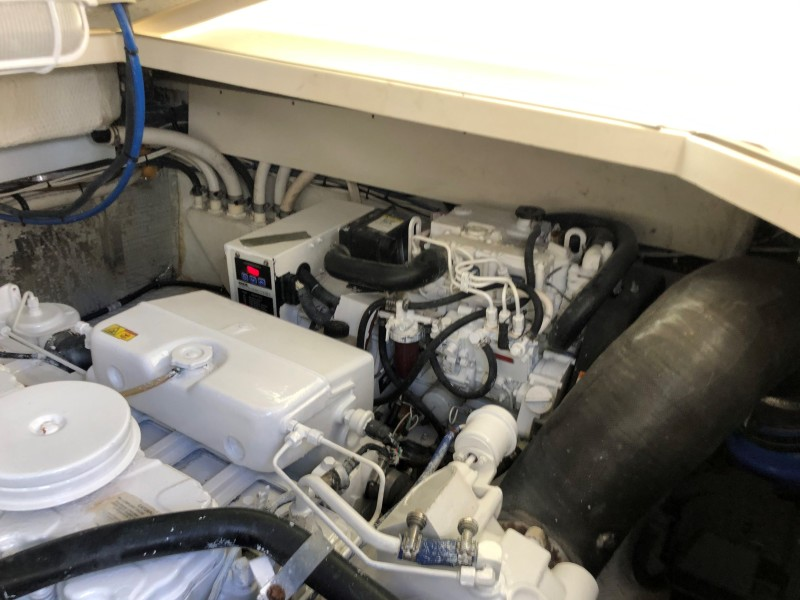 2007 33 Rampage   Engine Room (4)