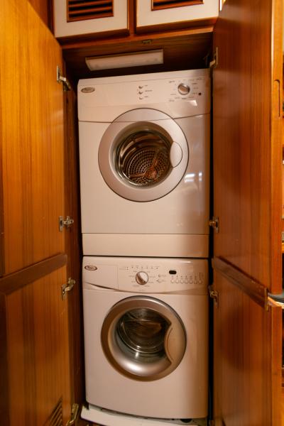 Jefferson 65 Motor Yacht 1989 Moon Palace Washer/Dryer