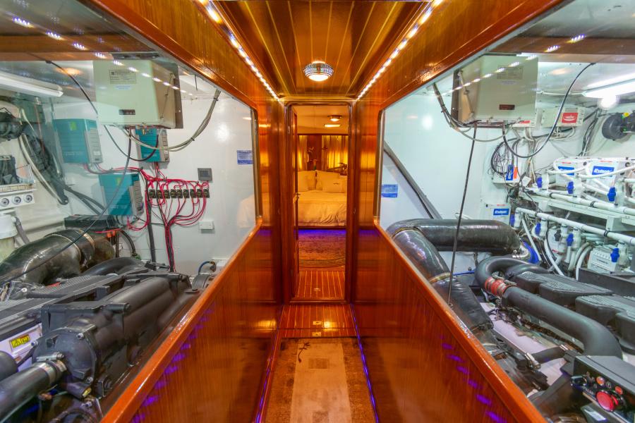 Jefferson 65 Motor Yacht 1989 Moon Palace Engine Room