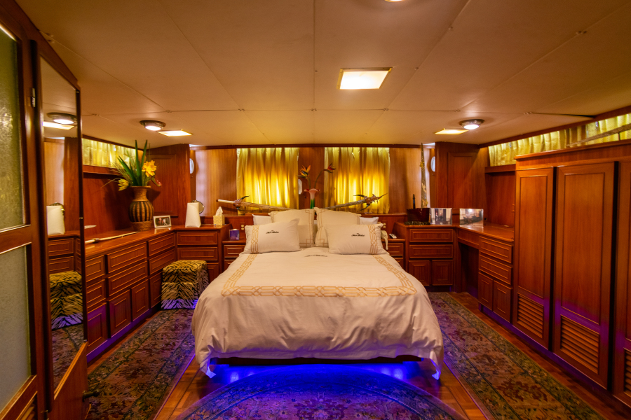 Jefferson 65 Motor Yacht 1989 Moon Palace Master Stateroom