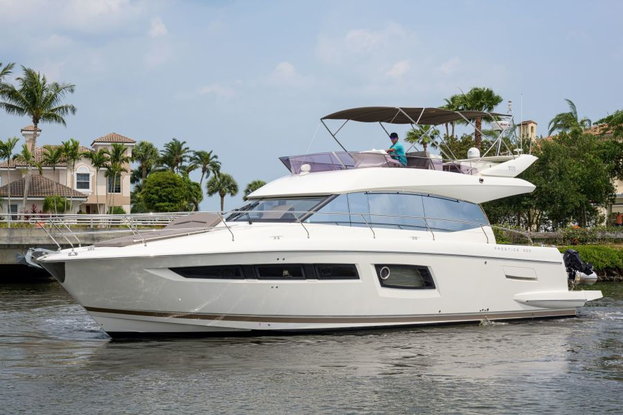 Prestige-500 2016-5 Grand Vero Beach-Florida-United States-5 Grand Bow Profile-1388424-featured