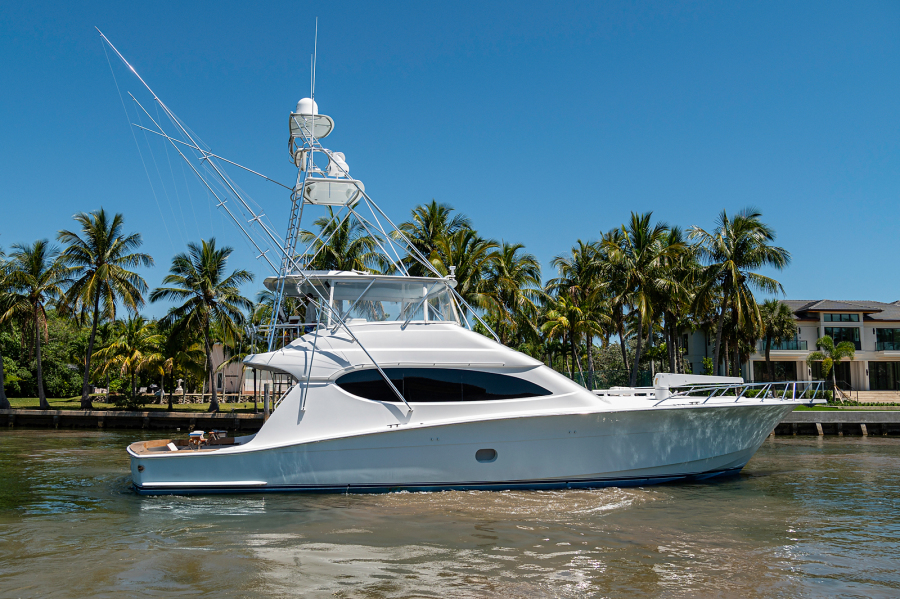 Photo of 68' Hatteras Convetible 2005