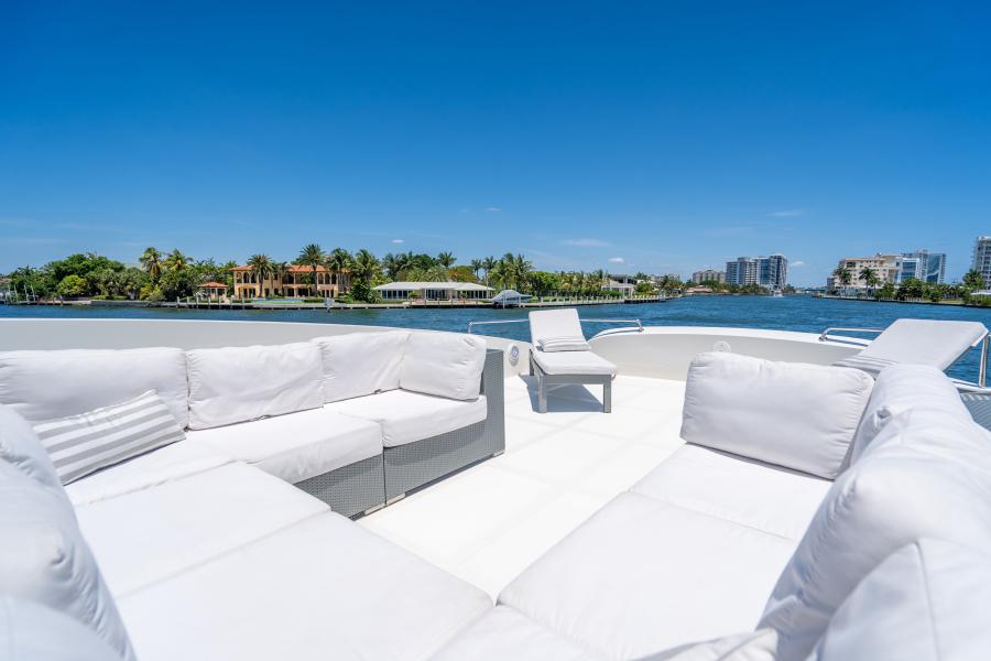 2017 Overblue 58 Powercat Sun Lounge