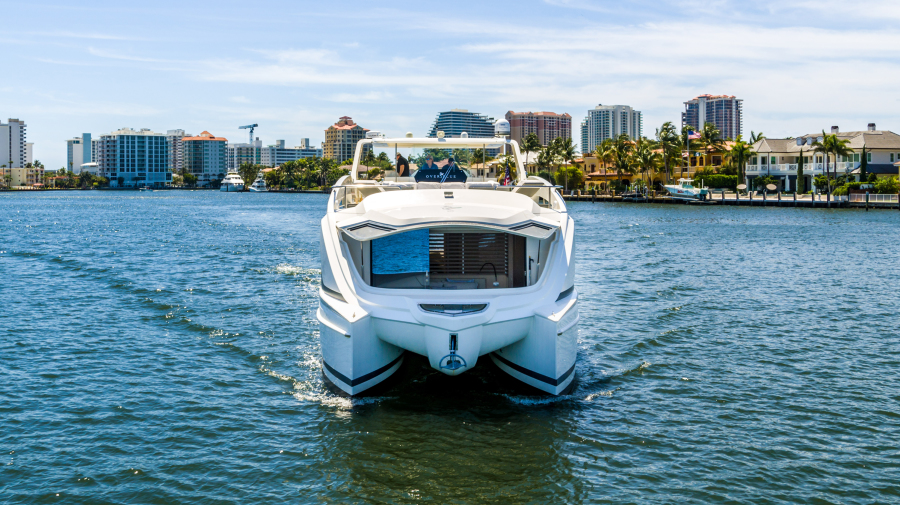 2017 Overblue 58 Powercat