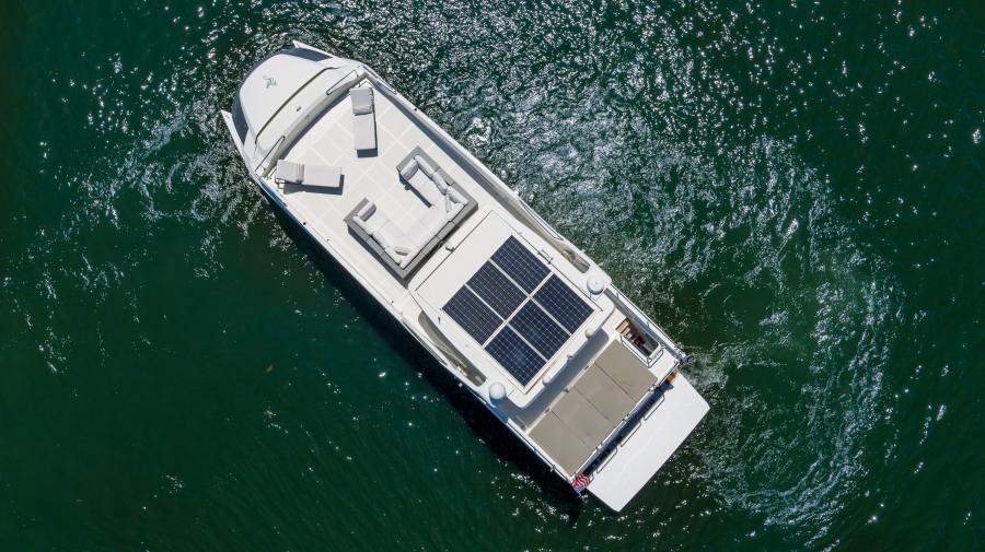 2017 Overblue 58 Powercat Solar Panels