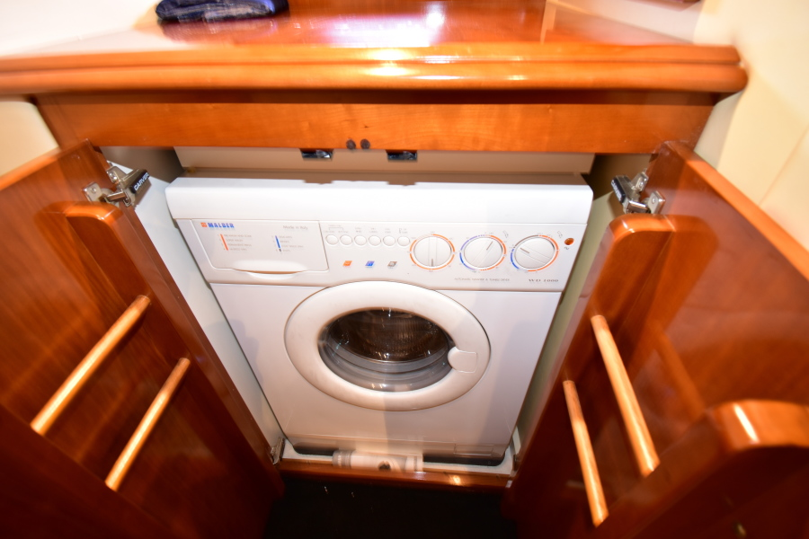 Carver 46 Voyager 2003 Dos Locos Waher/Dryer
