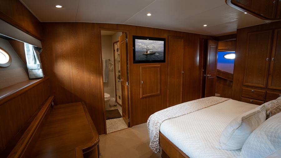 2010 Donzi 80 Convertible - Marlene Sea IV - Master Stateroom