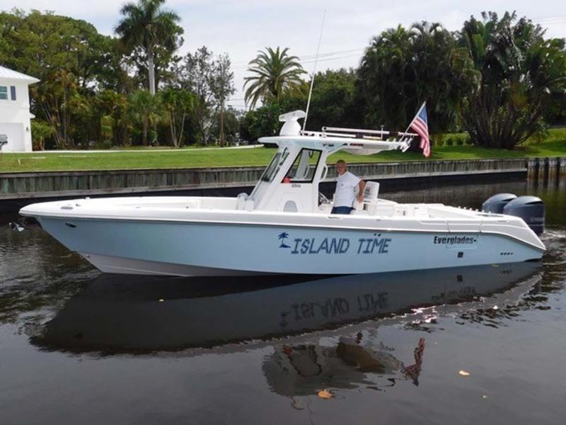 photo of 32' Everglades 325 CC 2012