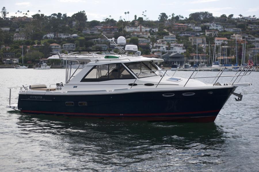 Photo of 30' Cutwater 30 Sedan 2015