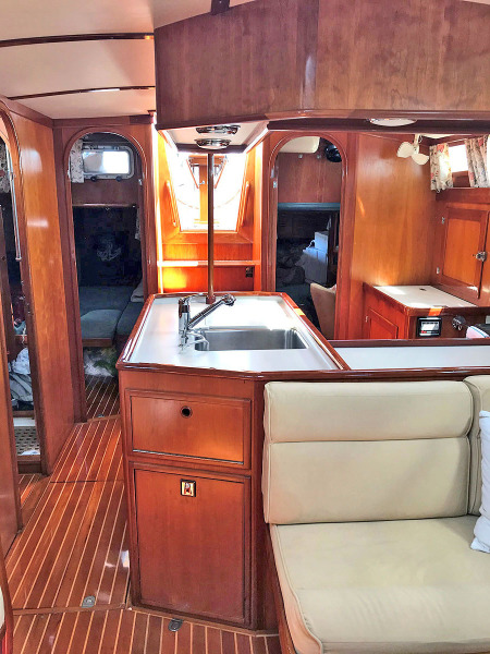 Salon Aft to Galley