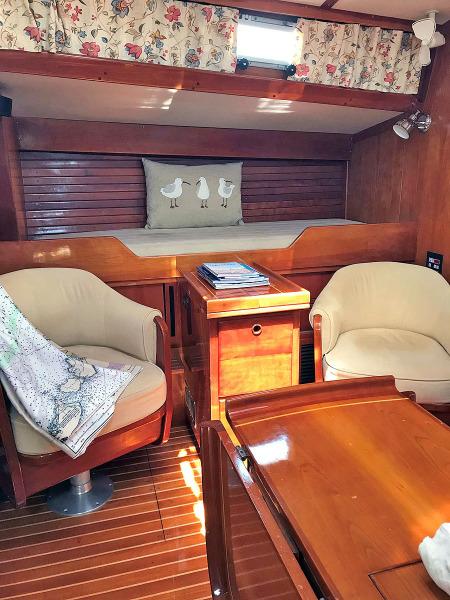 Stbd. Salon Pilot Berth Outboard