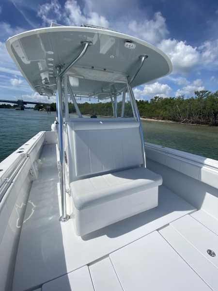 2017 Contender  39 Center Console - Bow