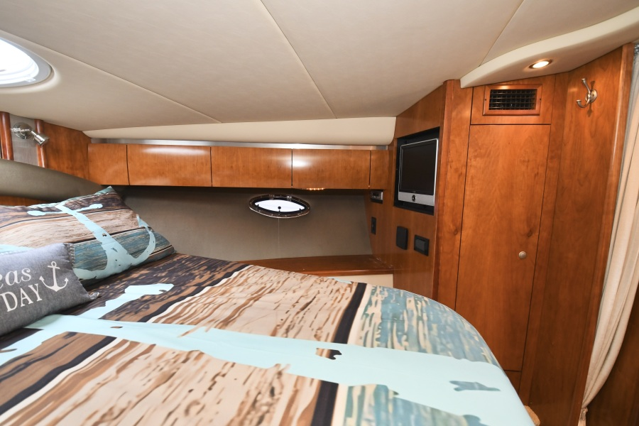 2008 Cruisers 420 Express - Stateroom