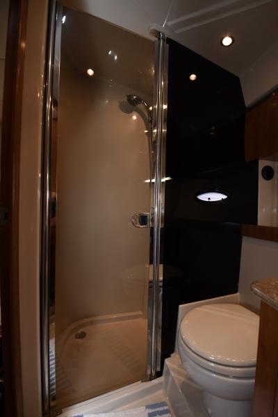 2008 Cruisers 420 Express - Head