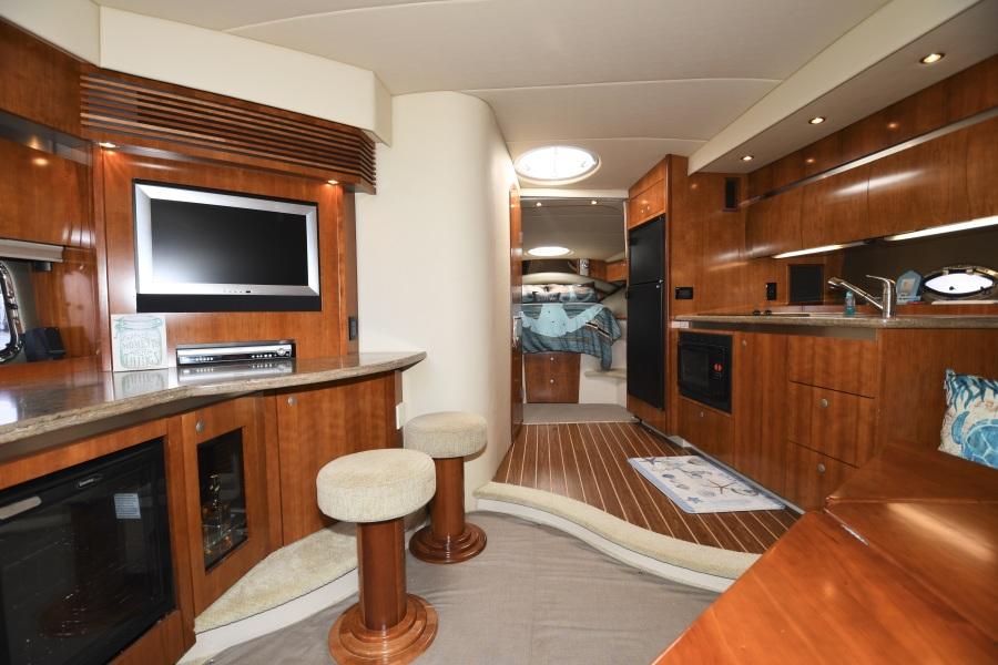 2008 Cruisers 420 Express - Galley / Salon