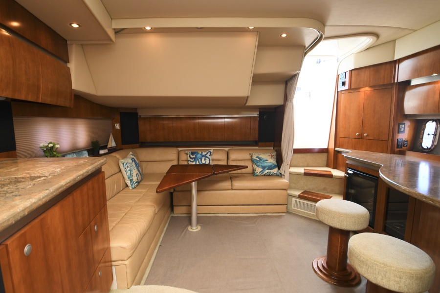 2008 Cruisers 420 Express - Dinette