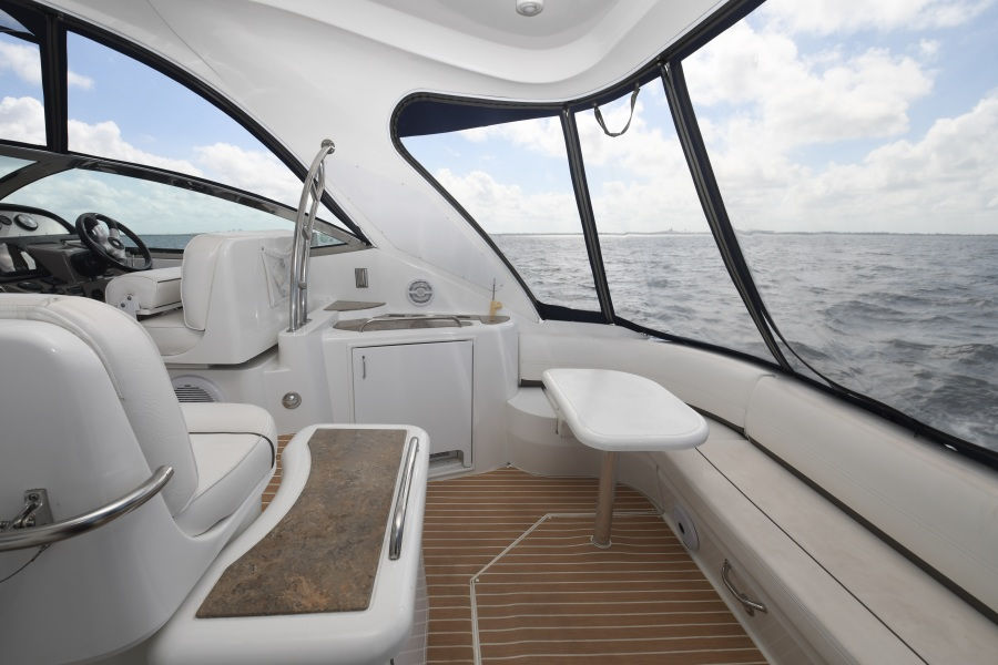 2008 Cruisers 420 Express - Cockpit Table / Seating