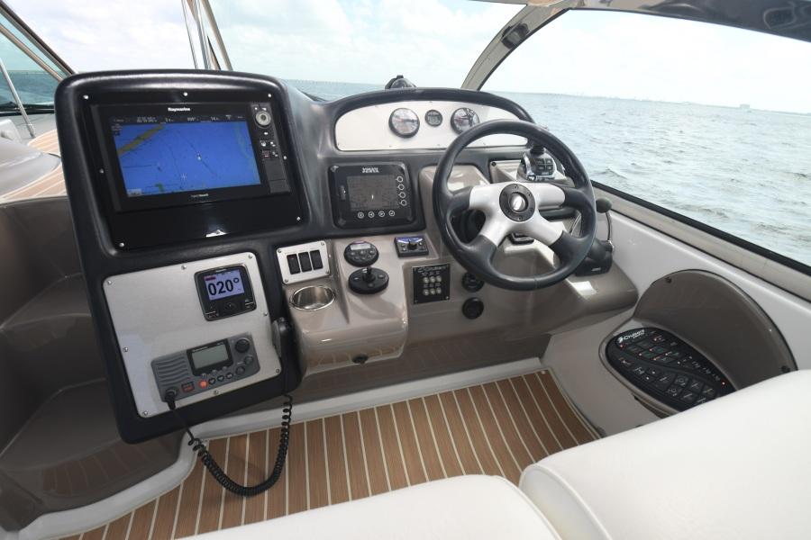 2008 Cruisers 420 Express - Helm