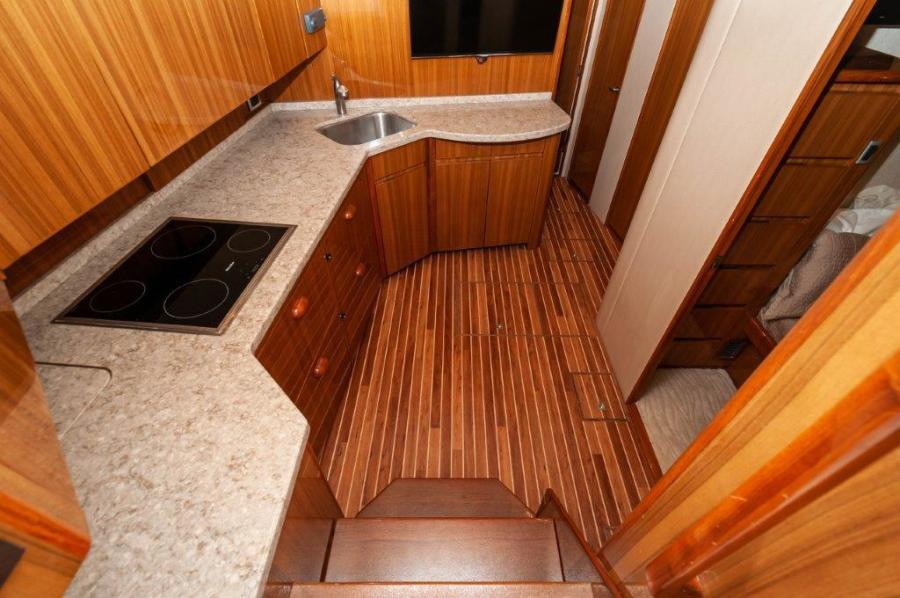 2015 Viking 52 Open Galley (1)
