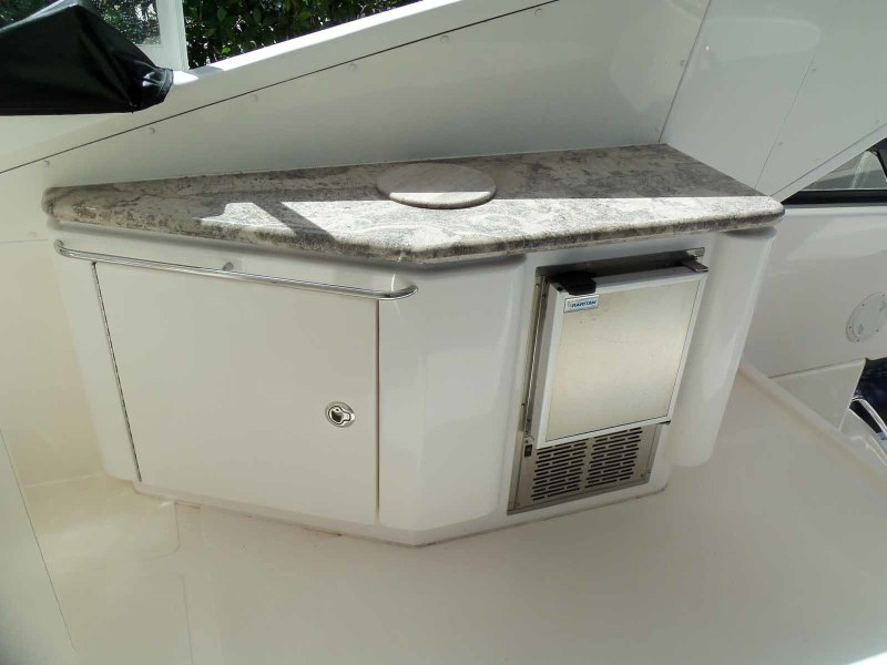 Cabinet And Icemaker Flybridge Midship